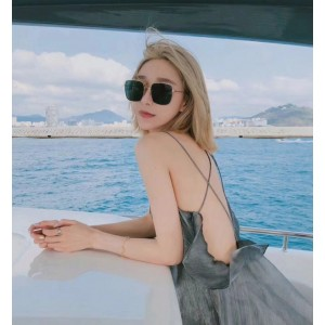 Stellaire Oversized Square Shaped Sunglasses